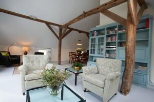 De woonkamer met een heerlijke zitplek